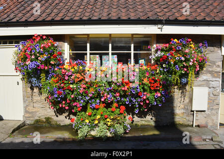 Stunning floral window box display in the market town of Helmsley, North Yorkshire, England - Stock Photo