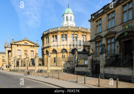A view of the Sheldonian Theatre from Broad Street, Oxford, Oxfordshire, England, UK. - Stock Photo