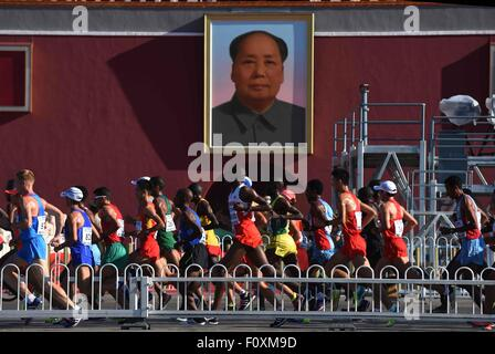 Beijing, China. 22nd Aug, 2015. Athletes run past the Tian'anmen Square during the men's marathon at the 15th IAAF - Stock Photo