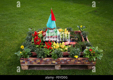Southport, Merseyside, UK. 23rd August, 2015. Garden in a pallet Southport, Merseyside, UK. Britain's biggest independent - Stock Photo