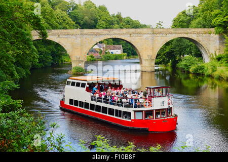 River cruise boat on the river Wear, Durham, England. Prebends Bridge in the background. - Stock Photo