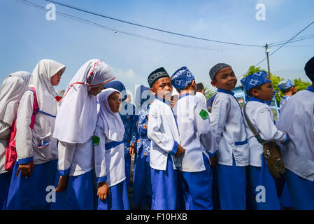 Children march in Muslim clothing. - Stock Photo