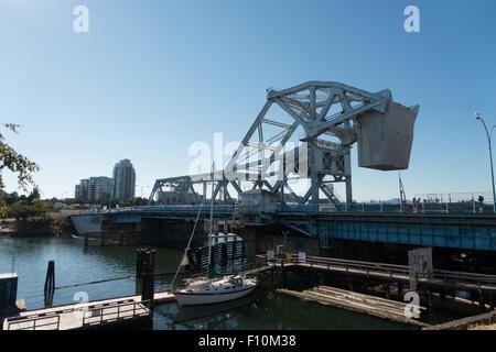 Johnson Street Bridge, Victoria. A bascule bridge spanning Victoria Harbour, BC - Stock Photo