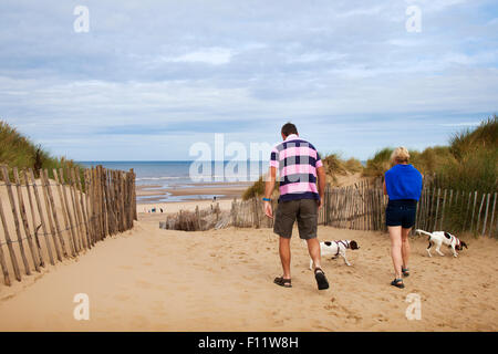 Southport, Merseyside, UK Weather. Foreign Tourists, day-trippers, holiday makers at the Natural Trust Nature Reserve - Stock Photo