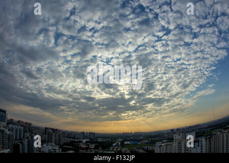 Beijing, China. 26th Aug, 2015. Photo taken on Aug.26, 2015 shows the sun rays in the morning in Beijing, capital - Stock Photo