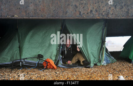 Brighton, UK. 26th August, 2015. UK weather. This rough sleeper looks happy enough as he takes shelter in his tent - Stock Photo
