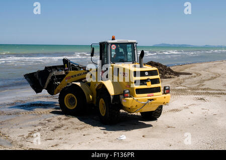 new holland digger diggers earth mover movers excavator earthmovers earthmover big yellow dig digging an hole bucket - Stock Photo