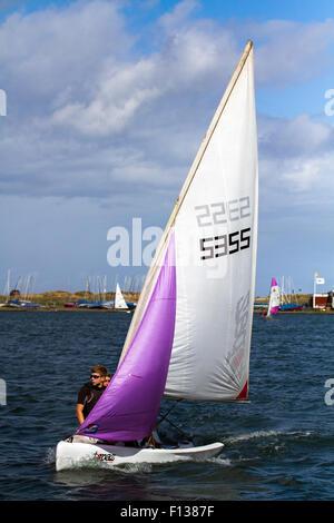 Summer dinmgy sailing on Marine Lake, Southport, Merseyside, UK 26th August, 2015.  UK Weather. Lakeside activities - Stock Photo