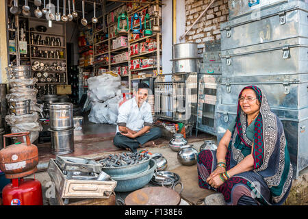 Sellers of metal goods and home wares in their shop in Chitrakoot, (Chitrakut), Madhya Pradesh, India - Stock Photo