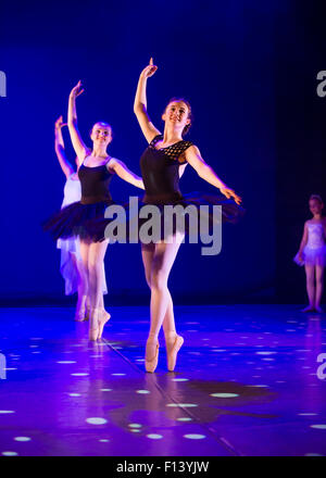 teenage-girl-doing-ballet