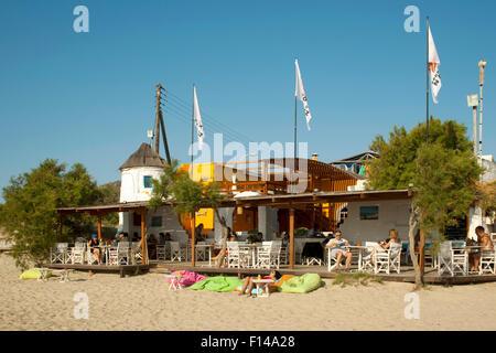 Griechenland, Kykladen, Naxos, Naxos-Stadt, Strandbar Flisvos - Stock Photo
