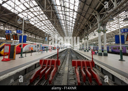 end buffers and platforms at Piccadilly train station Manchester UK - Stock Photo