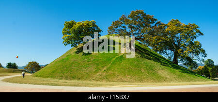 The Tumuli park in Gyeongju consists of three groups of royal tombs. Most of the tumuli are shaped like domes or - Stock Photo