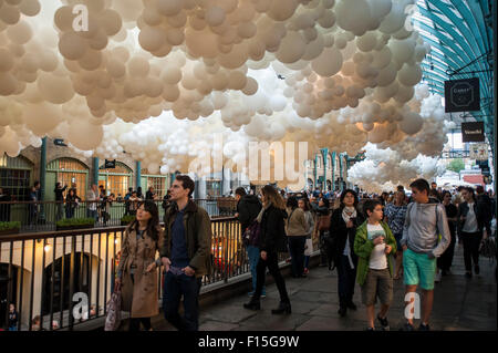 London, UK.  27 August 2015.  Londoners and tourists enjoy looking at French artist Charles Pétillon's installation - Stock Photo