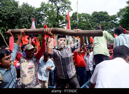 Kolkata, India. 29th Aug, 2015. Police set up a road block at Duffrin road to stop the march where march turned - Stock Photo