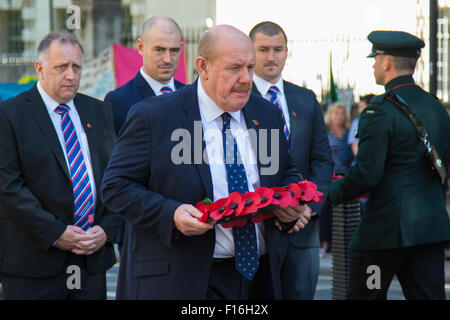 Whitehall, London, UK. 28th August, 2015.  Six wreaths are laid at the Cenotaph by representatives from the Armed - Stock Photo