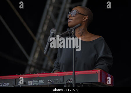 Portsmouth, UK, 29th Aug, 2015. Laura Mvula Live at Victorious Festival 2015 Credit:  James Houlbrook/Alamy Live - Stock Photo