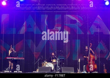 Portsmouth, UK. 29th August 2015. Victorious Festival - Saturday. A general view of Laura Mvula performing on the - Stock Photo