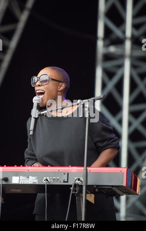 Portsmouth, UK. 29th August 2015. Victorious Festival - Saturday. Laura Mvula performs on the main, Common Stage, - Stock Photo