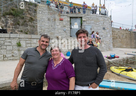 Mousehole, Cornwall, UK. 29th August 2015. Celebrity TV presenter Nick Knowles, in Mousehole fimling for the One - Stock Photo