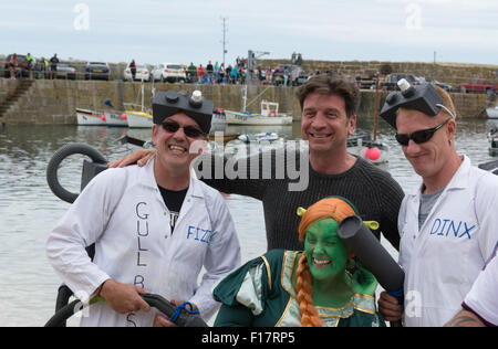 Mousehole, Cornwall, UK. 29th August 2015. Celebrity TV presenter Nick Knowles judging the best dressed crew for - Stock Photo