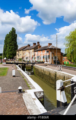 Lock on the Grand Union Canal looking towards the Canal Museum, Stoke Bruerne, Northamptonshire, England, UK - Stock Photo