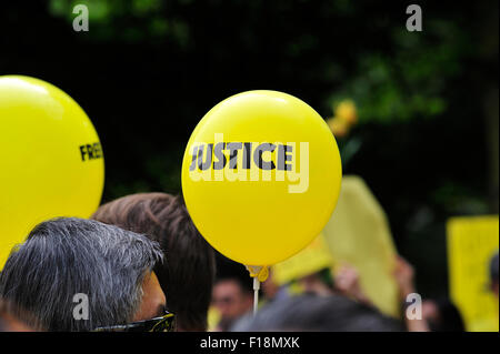London, UK. 29th Aug, 2015. Malaysians held a rally in London, in line with similar rallies across the globe, to - Stock Photo