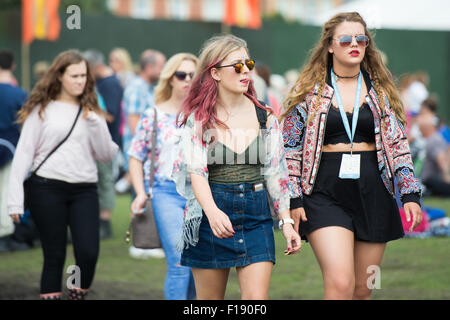 Portsmouth, UK. 30th August 2015. Victorious Festival - Sunday. Warm sunny weather sees festival goers switch ponchos - Stock Photo
