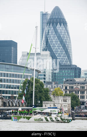 London, UK. 30 August 2015.  Seattle, one of the twelve yachts competing in the Clipper Round the World race, leave - Stock Photo