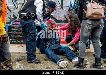 London, UK. 30th August, 2015. Metropolitan Police officers arrested unknown man during Notting Hill Carnival. He - Stock Photo