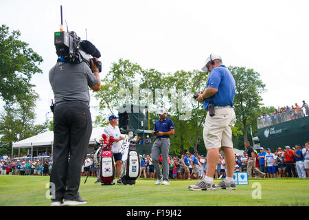 Edison, NJ, USA. 30th Aug, 2015. Jason Day (AUS) has all eyes on him on the 16th tee during the fourth round of - Stock Photo