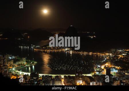 Rio De Janeiro, Brazil. 30th Aug, 2015. The moon rises over the Guanabara Bay in Rio de Janeiro, Brazil, Aug. 30, - Stock Photo