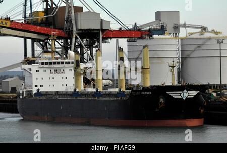 AJAXNETPHOTO. - 22ND JULY,2015. DUNKERQUE, FRANCE. - BULKER IN PORT- DESERT VICTORY AT THE COALING DOCK. PHOTO:JONATHAN - Stock Photo