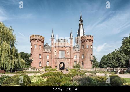 Schloss Moyland, moated castle, Museum of Modern Art, near Bedburg-Hau, North Rhine-Westphalia, Germany - Stock Photo