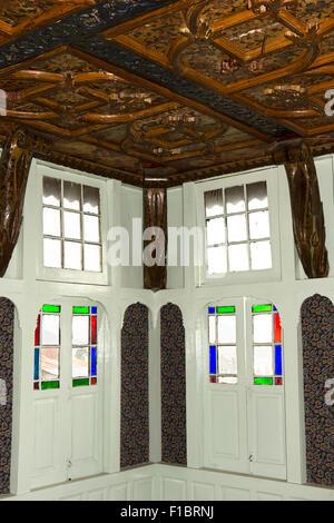 India, Jammu & Kashmir, Srinagar, Khwaja Manzil Nishati house, 1930s heritage home, interior, decorated katambandh - Stock Photo