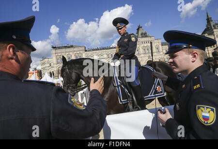 Moscow, Russia. 31st Aug, 2015. Mounted police in Red Square during a rehearsal for the upcoming 2015 Spasskaya - Stock Photo