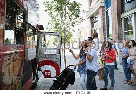 Customers outside food truck on sidewalk - Stock Photo