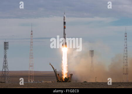 Baikonur, Kazakhstan. 2nd Sep, 2015. A Soyuz FG rocket booster with the Soyuz TMA-18M spacecraft lifts off from - Stock Photo