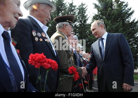 Chita, Russia. 2nd Sep, 2015. Russia's President Vladimir Putin (R) meets with veterans on the day of the 70th anniversary - Stock Photo