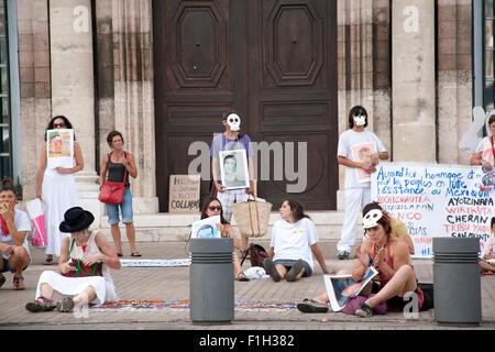 Protest against the visit of Mexican President Peña Nieto Hôtel de ville de Marseille, Vieux Port, Marseille France - Stock Photo