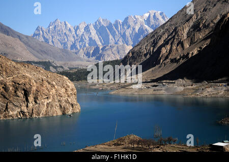 Attabad. 2nd Sep, 2015. Photo taken on Sept. 2, 2015 shows the scenery of Attabad Lake in northern Pakistan's Attabad. - Stock Photo