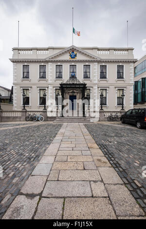 The Mansion house on Dawson Street, Dublin. Mayoral residence, flag at half mast in mourning. Dublin Ireland - Stock Photo