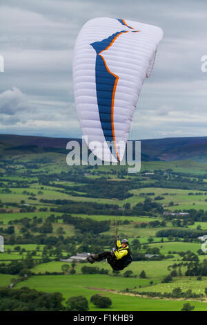 Preston, Lancashire, 2015, UK Weather.   Northerly Winds bring paragliders to the Trough of Bowland. As its name - Stock Photo