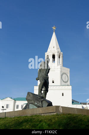 Spasskaya Tower at the entrance to the Kremlin in Kazan, and statue of Musa Dzhalil, Tatar poet martyr bound in - Stock Photo