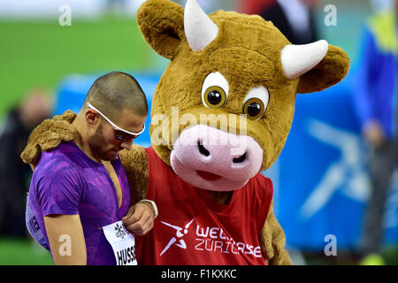 Zurich, Switzerland. 03rd Sep, 2015. Meeting mascot Cooly hugs Swiss local idol Kariem Hussein (SUI) after he won - Stock Photo