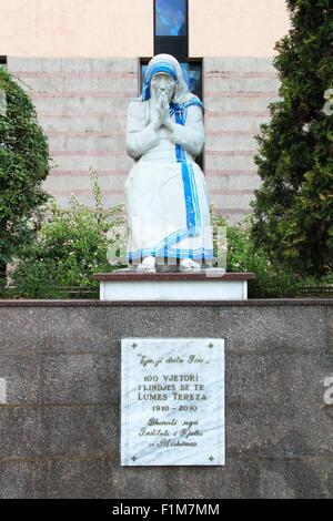 Statue of Saint (Mother) Teresa outside St Paul's Roman Catholic Cathedral, Bulevardi Zhan D'Ark, Tirana, Albania - Stock Photo