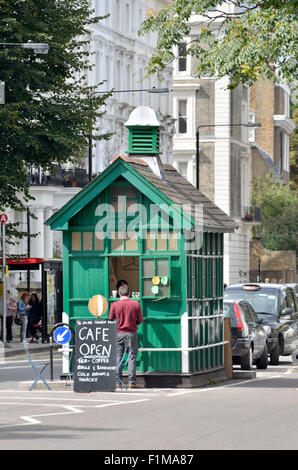 London, England, UK. Cabman's Shelter in Kensington Park Road.  Dating from 1875, small wooden structures offering - Stock Photo