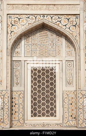 Agra, Utar Pradesh, India. Baby Taj. Lattice carved window with pietra dura (parchin kari) inlay and marble. - Stock Photo