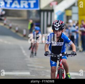 Cyclist takes part in a junior cycle race in Ellon, Aberdeenshire - Stock Photo