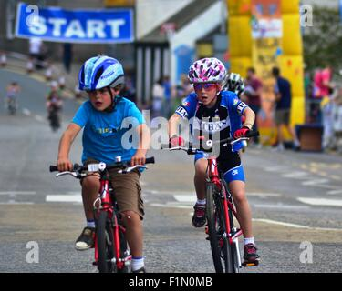 Cyclists take part in a junior cycle race in Ellon, Aberdeenshire - Stock Photo